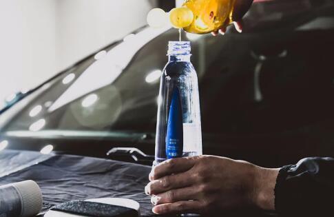 汽车太阳膜贴膜绝技分享之专业清洗剂